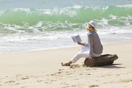8117936_s-woman-reading-beach