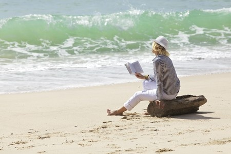8117936_s-woman-reading-beach